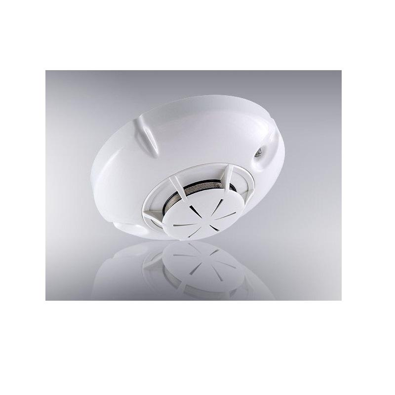 Optical smoke detector with self-compensation of the optic cham